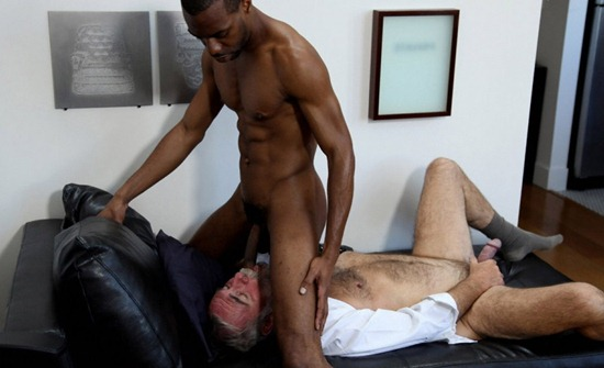 hot-older-male-swallowing-11-inches-of-black-meat