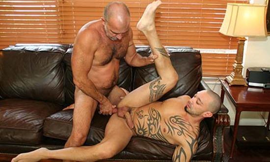 hot-older-male-jason-pounds-eddie-kordova