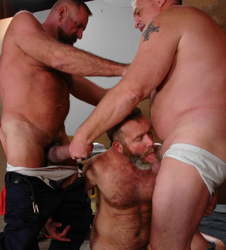 hot-older-male-gay-threesome